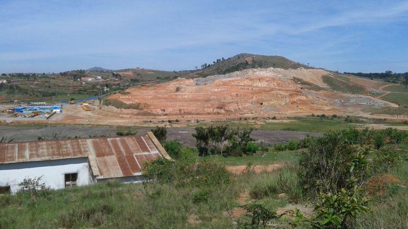 Route des chinois Ambohidratrimo : construction de la nouvelle route dite route des chinois, qui relie la digue marché artisanal vers RN4 longeant l'Ikopa