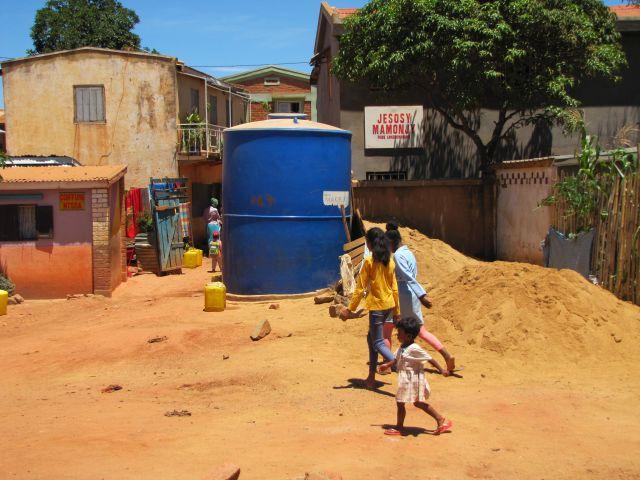 Histoires d'eau à Tana bidons et citernes en 2021