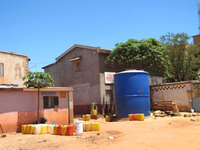 CITERNE-eau-antananarivo-3